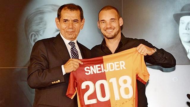 Sneijder imzaladı: Evimdeyim!