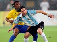 Messi, Ronaldinho'yu Yendi