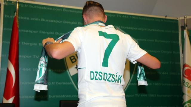 Bursaspor'un yeni yıldızı imzaladı