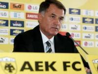 AEK Taraftarı Hocasına Saldırdı