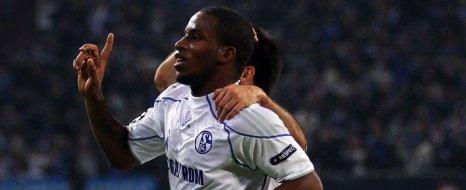Schalke Peru'lu Yıldızı Bırakmıyor