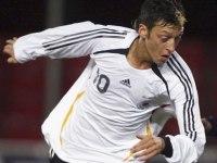 Almanya Mesut Özil'E Duaci