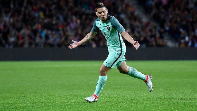 Portekiz'in sol bekini Dortmund kaptı