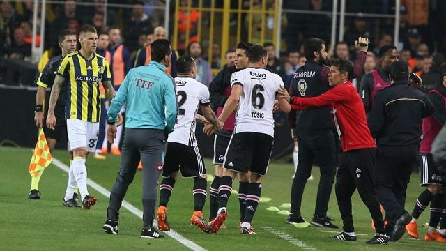 Beşiktaş sahaya çıkmadı, derbi oynanmadı