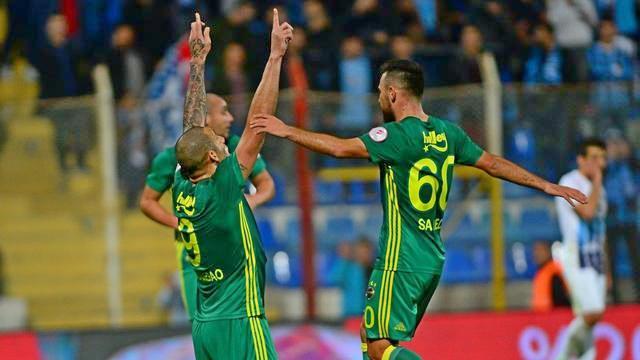 Fenerbahçe güle oynaya...