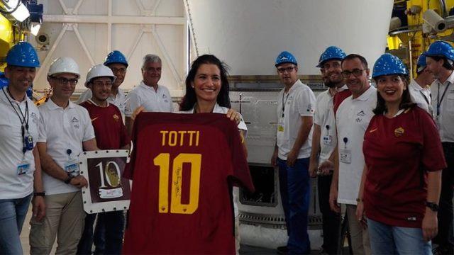 Totti'nin forması uzaya gönderildi!