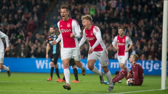 Ajax ilk yarıyı lider tamamladı