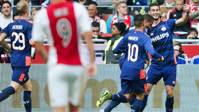 PSV Ajax'ı deplasmanda devirdi