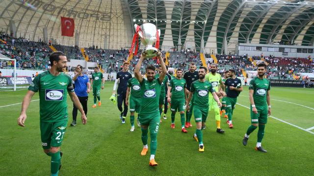 Galatasaray Muğdat Çelik ile anlaştı