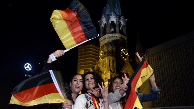 Almanya sabaha kadar uyumadı