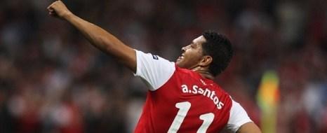 Andre Santos Attı Arsenal Kazandı