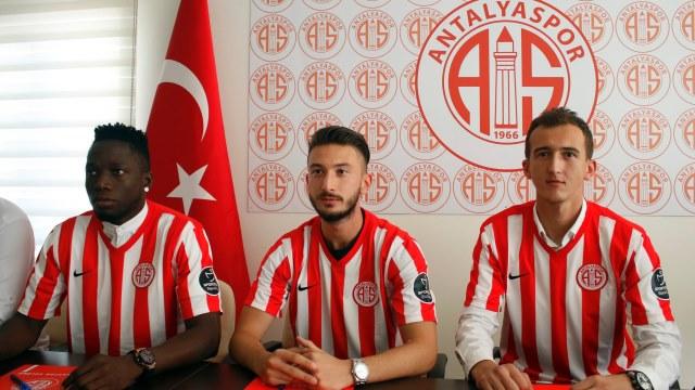 Antalyaspor'da 3 imza birden!