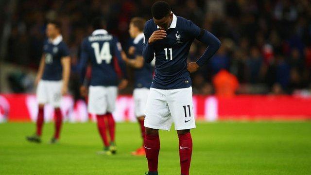 Fransız yıldız koltuk değnekleriyle...