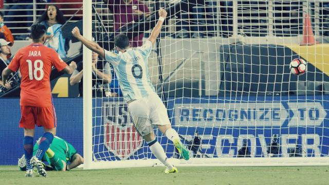 Messi'siz Arjantin, Şili'yi devirdi