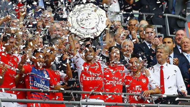 Arsenal kupa ile başladı
