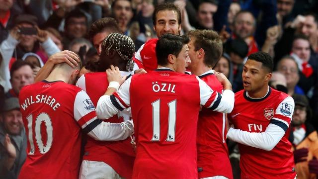 Arsenal Santi ile güldü