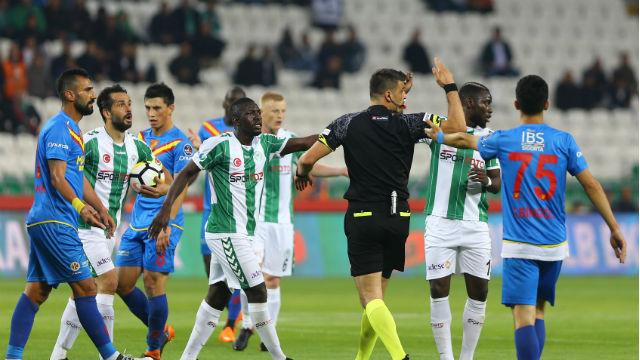 Konyaspor 1 puanı kurtardı