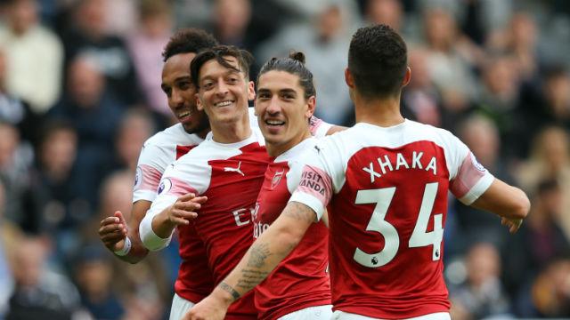 Mesut orucu bozdu, Arsenal seriye bağladı