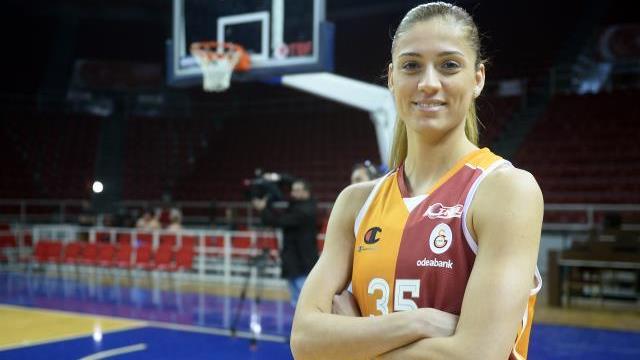 Galatasaray Milli oyuncusunu bırakmadı