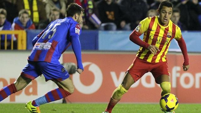 Barça bir bir eriyor