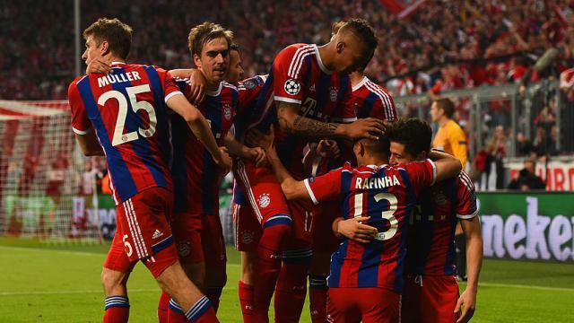 Bayern farka gitti, turu aldı!