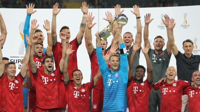 Bayern güle oynaya kupaya uzandı