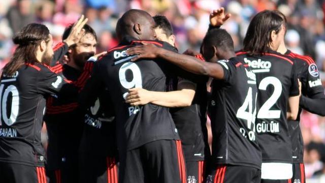 Beşiktaş yarışı bırakmak istemiyor