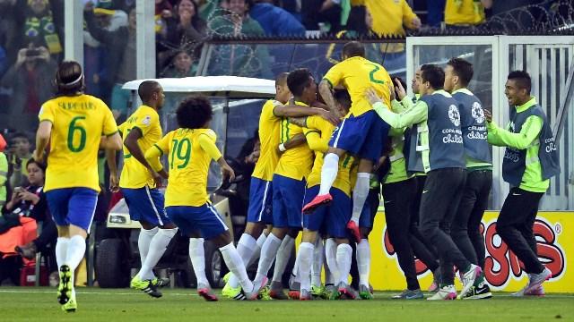 Neymar tribünde, takımı çeyrek finalde!