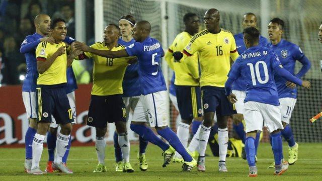 İZLE! Neymar-Bacca kapıştı
