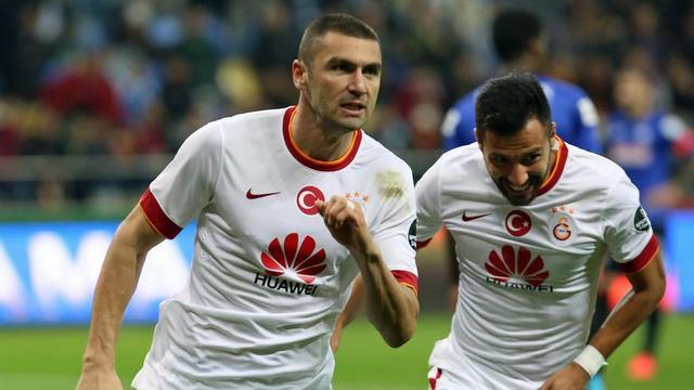 Burak başladı, Sneijder bitirdi!