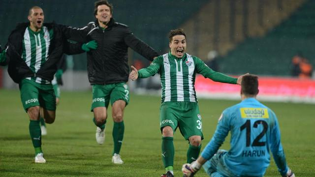 Bursaspor penaltılarla turladı
