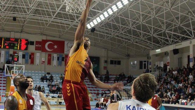 Galatasaray 9. galibiyetini aldı