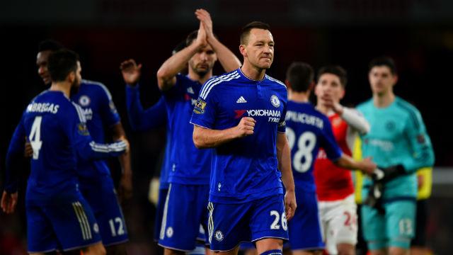 Chelsea Arsenal'i zirveden indirdi