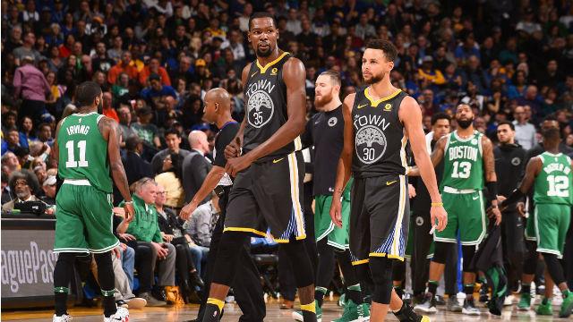 Stephen Curry Boston Celtics'i yıktı