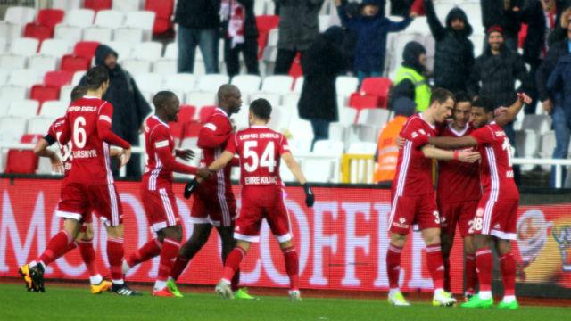 Beşiktaş Sivas'ta dondu