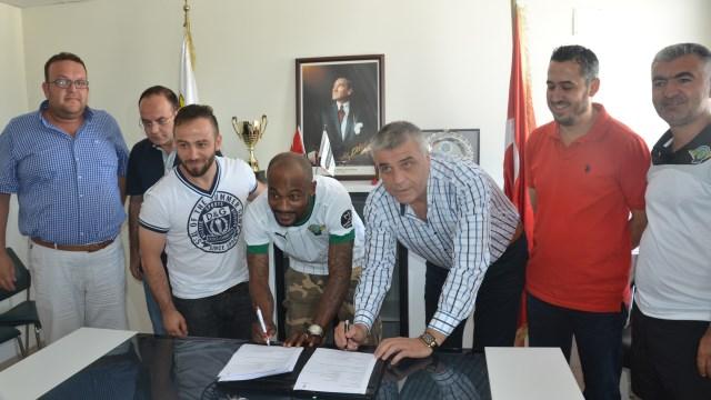 Ve Zokora yeni takımı ile imzaladı