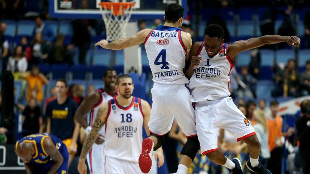 Anadolu Efes son saniye üçlüğüyle kazandı!