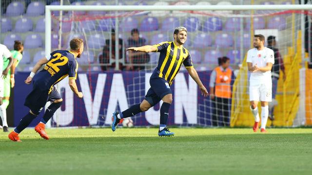 Ankaragücü, Akhisarspor'u tek golle geçti