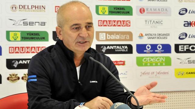 Antalyaspor hocasını gönderdi