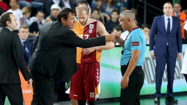 Ergin Ataman'a ceza geldi