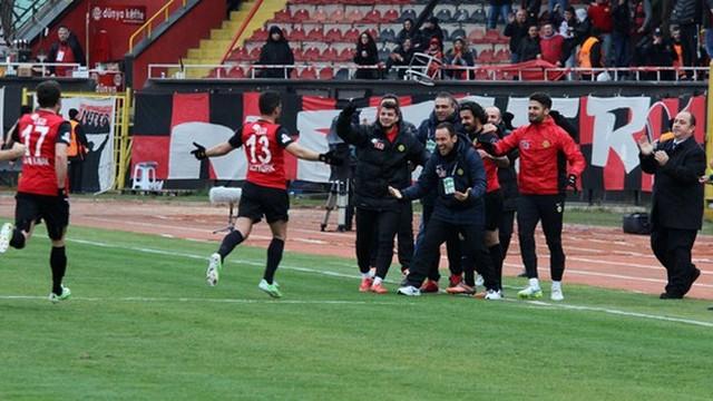 Eskişehirspor fişi ilk yarıda çekti