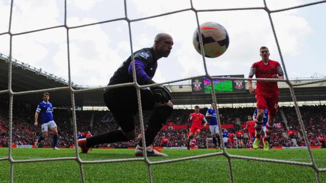 Everton kendi ayağına sıktı