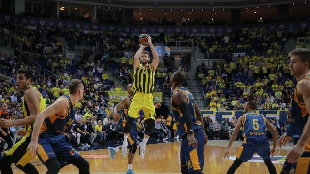 Fenerbahçe Euroleague'e farklı başladı