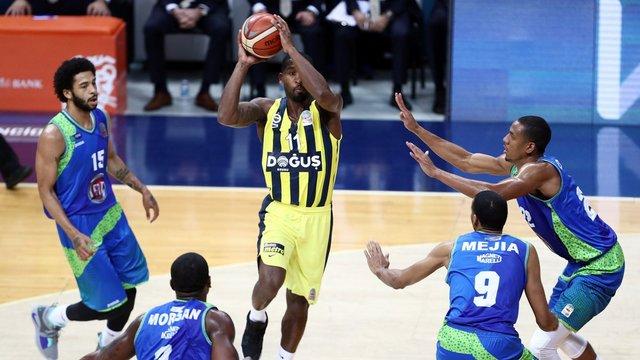 Fenerbahçe hatasız gidiyor