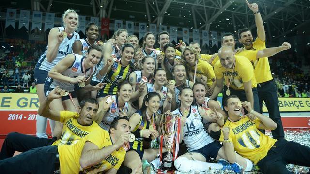 Şampiyon Fenerbahçe kupasına kavuştu