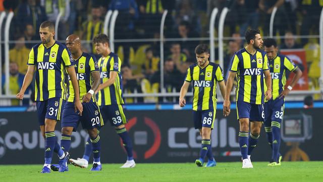 Fenerbahçe'ye bir darbe de eski dosttan!
