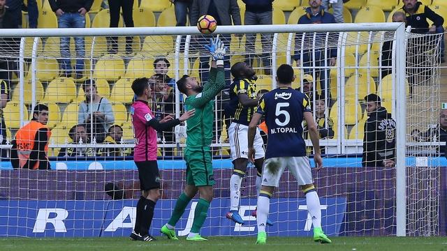 Fenerbahçe zirveye yaklaşamıyor