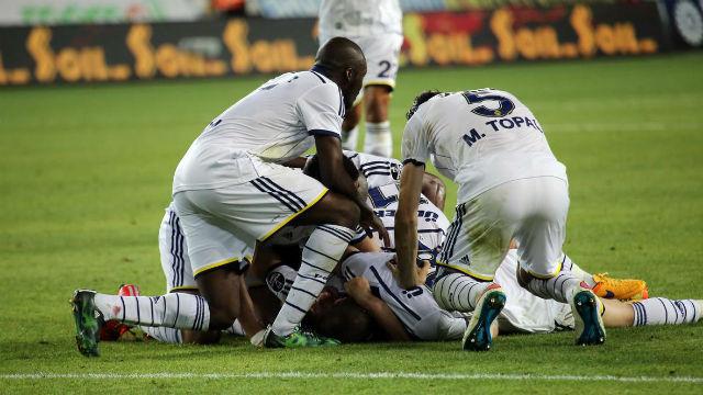 Fenerbahçe'yi kaptanı kurtardı