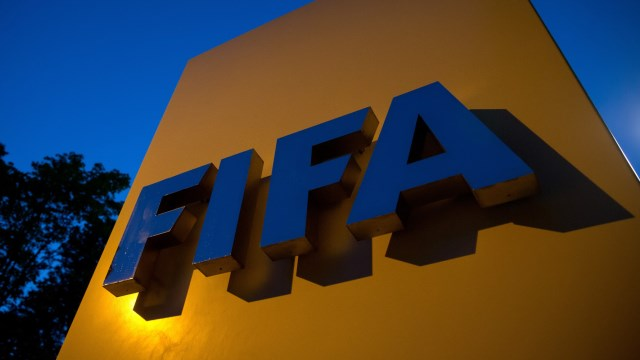 FIFA'dan iki deve transfer yasağı