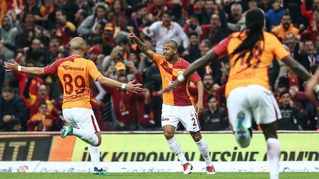 Galatasaray zirveyi geri aldı